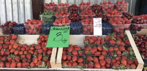 ФОТО | Импортные фрукты и овощи подорожали, но клубника на рынке дешевая. В чем причина?