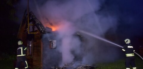 ГАЛЕРЕЯ | В Вильяндимаа сгорела баня