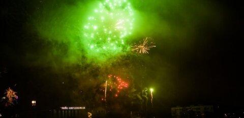 """Новогодний салют в Пярну отменяется: город решил """"не пускать в воздух тысячи евро"""""""