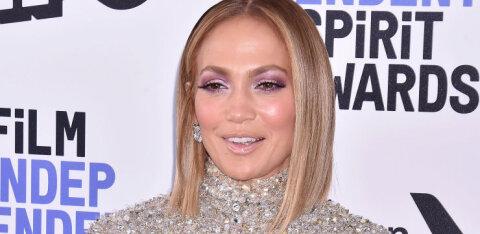 KUUM KLÕPS | Jennifer Lopez jagas paljastavat fotot, näidates taas, kui heas vormis ta 50aastasena on