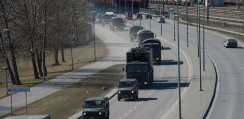 На шоссе Таллинн-Тарту внедорожник Сил обороны вылетел в кювет и перевернулся