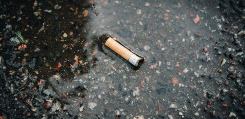 Tuhatoos tühjaks! Sigaretikonid reostavad õhku veel päevi peale kustutamist