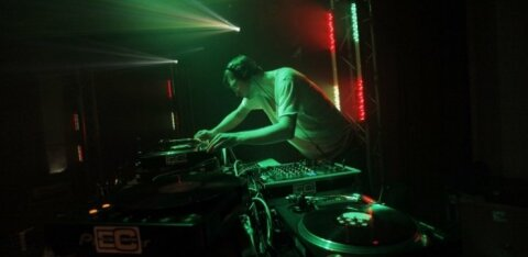 Telliskivi loomelinnak muutub ööklubide Labürindiks: reedel toimuval festivalil kõlab nii <em>techno</em> kui hiphop