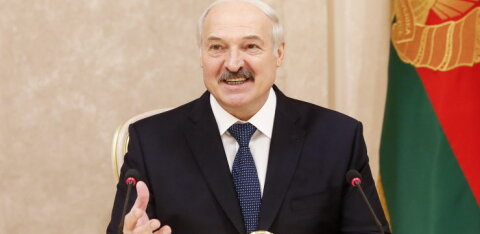 """Лукашенко """"навластвовался"""" и собрался изменить конституцию Белоруссии"""
