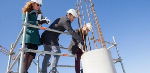 В квартале Ülemiste City заложили краеугольный камень в фундамент крупнейшего парковочного здания
