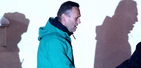 """В Москве полиция устроила обыски в квартирах Навального и его жены Юлии, а также в офисе ФБК и студии """"Навальный Live"""""""