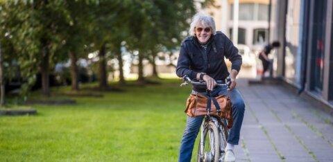 Погибший под колесами поезда Юри Аарма говорил по телефону во время езды на велосипеде