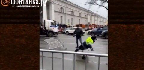 ВИДЕО | Нападение на сотрудника ГИБДД в центре Петербурга стало уголовным делом