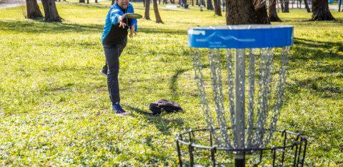 Põhjala discgolfi maraton meelitab Keilasse ligi 300 spordihuvilist