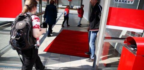 DELFI FOTOD | A1000 Market odavpood jõudis lõpuks Tallinnasse. Mis hindadega alkokaupmeeste toidukauplus üllatab?