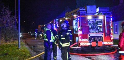 ФОТО | В Сууре-Яани сгорел заброшенный дом