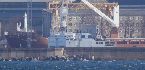 Venemaal kinnipeetud kalalaeval töötanud eestlased veel priiks ei saa