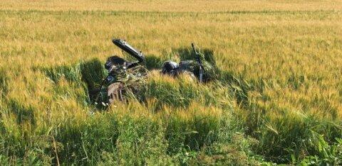 ФОТО: В Вильяндимаа в аварии погиб мотоциклист