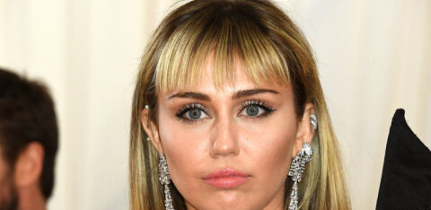Miley Cyrus rääkis avameelselt oma seksuaalelust: minu esimene kogemus oli koos kahe naisega