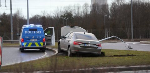 """""""Нам с дочерью крупно повезло, что мы не попали в аварию"""". Автомобилист на шоссе Таллинн-Нарва потерял управление и выехал на """"встречку"""""""