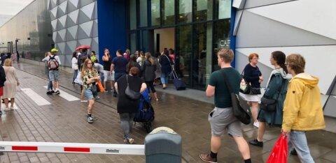 ФОТО: Торговый центр Nautica эвакуировали
