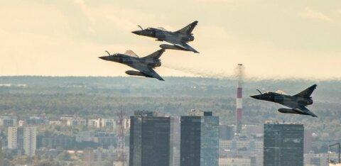 FOTOD | Prantslased Tallinna kohal! Hävitajad Mirage lendasid Prantsuse rahvuspüha puhul üle linna