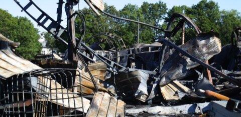 ФОТО   Лодки, бочки с химикатами, газовые баллоны: пожар в ангаре в Сауэ нанес много вреда