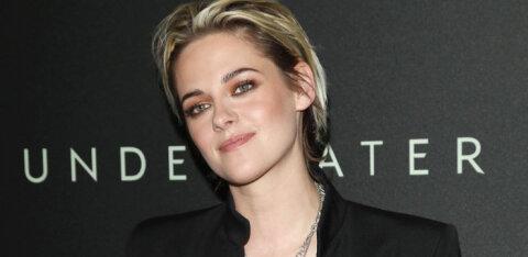 FOTO | Uskumatu sarnasus! Näitleja Kristen Stewart näeb uues rollis välja nagu printsess Diana teisik