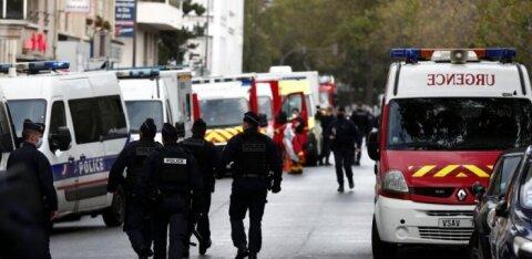 Возле бывшей редакции Charlie Hebdo ранили двоих человек