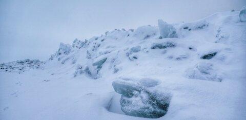 FOTOD   Tuul on Peipsi randa jälle jääkamakad kokku kuhjanud