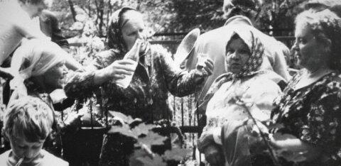 FOTO aastast 1984   Siberi eestlanna keset Nõukogude aega, peieviin peos