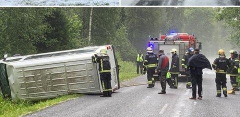 FOTO | Trööstitud ilmaolud: minibuss sõitis rahe tõttu teelt välja