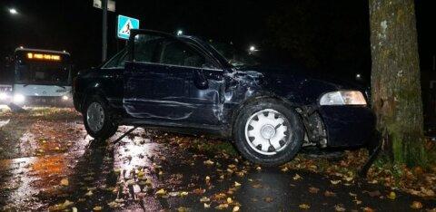 ФОТО: Пьяная женщина на автомобиле врезалась в автобус