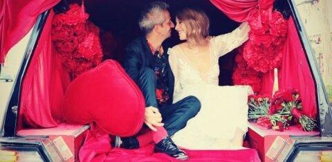 Родители Богомолова покинули свадьбу после эротического танца Собчак