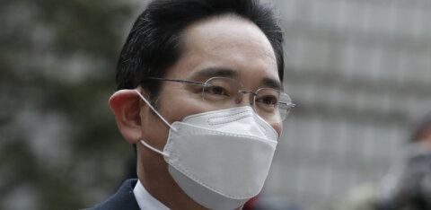Главу Samsung приговорили к 2,5 годам тюрьмы за дачу взятки