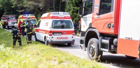 ФОТО | Авария на Сааремаа: в больницу на медконтроль отвезли троих детей и женщину