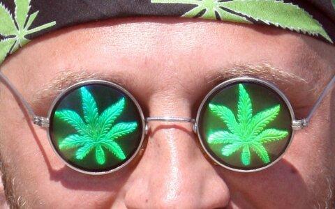 Куришь марихуану это наркоман выращивание марихуаны законы