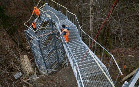 ФОТО: На водопаде Валасте установили новую лестницу, откуда открываются невероятные виды