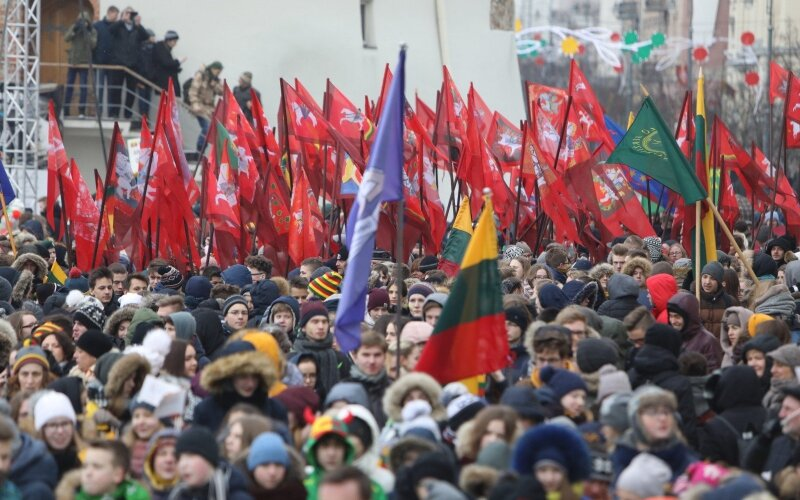 f3653fdd7ed W3 uudised - FOTOD | Leedu 100: Vilniuses toimus noorte rongkäik, heisati  Balti riikide lipud