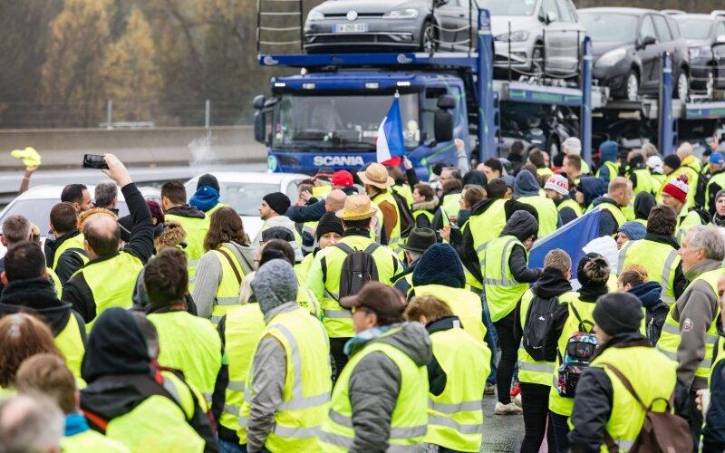 Картинки по запросу франция протест топливо
