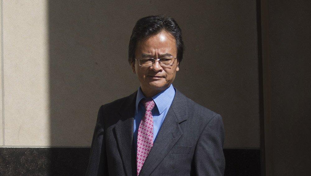 James Liang kohtusaalist väljumas