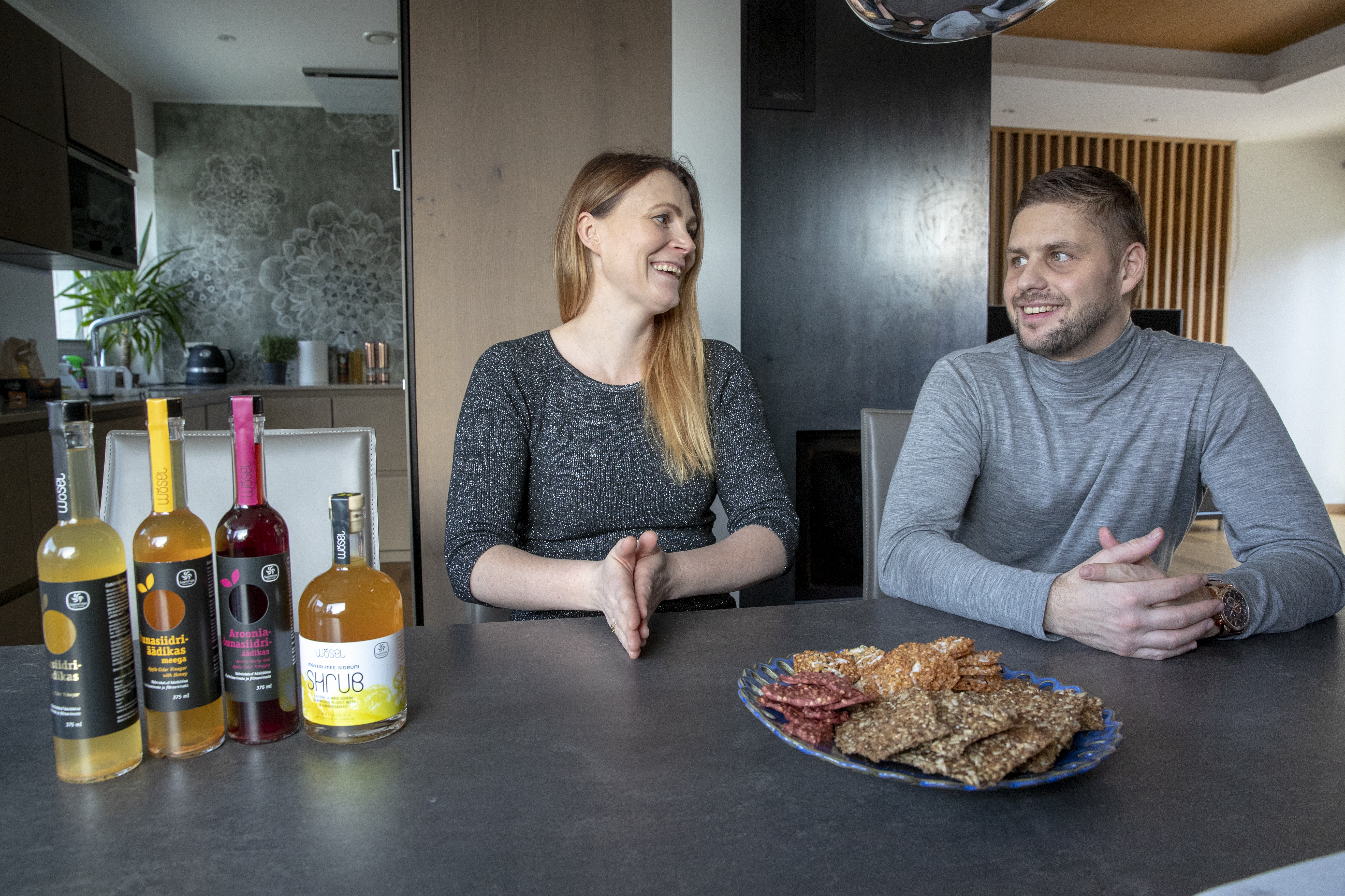Katrin Sagur ja Taavi Sepp räägivad oma Kuressaare kodus, kui indu täis on alustavad ettevõtjad.