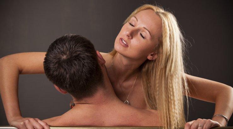 Во время полового акта падает член: почему это происходит?